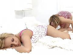 Young blondes with topnotch bodies stroke and eat pussies