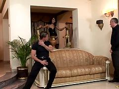 Glamour sex diva Suzie Diamond gives a double blowjob before DP